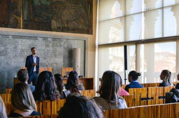 Concorso per collaboratori ed esperti linguistici: opportunità all'Università Cà Foscari Venezia
